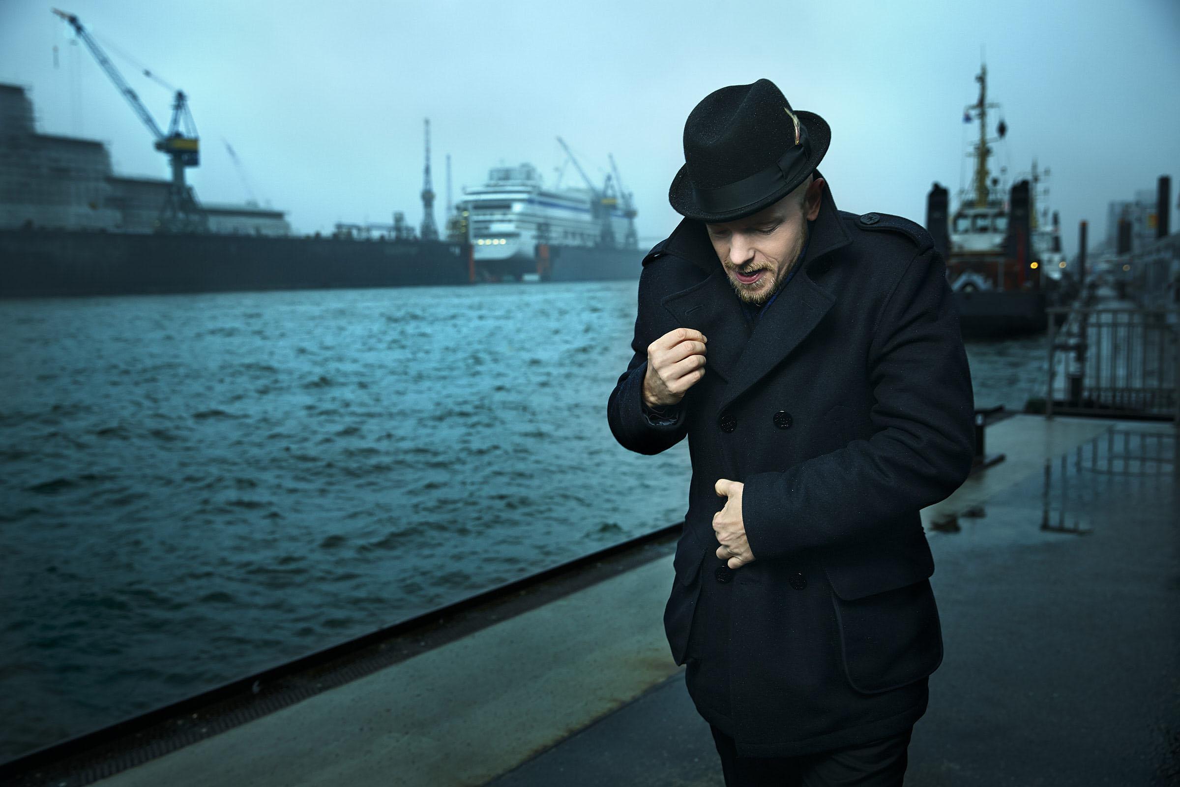 Jan Delay am 09.12.2013 an den Landungsbrücken im Hamburger Hafen